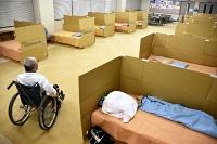 台風19号災害時に開設された福祉避難所。簡易ベッドなどが置かれた=2019年10月16日、長野市北部保健センター