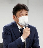 記者会見する東京電力ホールディングスの小早川智明社長=21日午後、東京・内幸町の本社