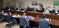 経産省で開かれた「エネルギー基本計画」に関する有識者会議=21日午後