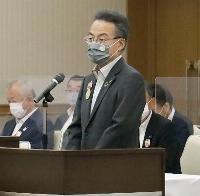 福井県北陸新幹線建設促進同盟会の総会であいさつする杉本達治知事=25日午後、福井市