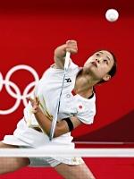 女子シングルス1次リーグ ドイツ選手と対戦する奥原希望=25日、武蔵野の森総合スポーツプラザ