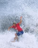 男子決勝 波を攻める五十嵐カノア=釣ケ崎海岸サーフィンビーチ