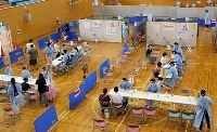 中学生の希望者に対する新型コロナウイルスワクチンの集団接種会場=27日午後、福島県相馬市