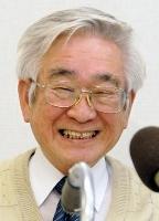 2008年10月、ノーベル物理学賞受賞が決まり、記者会見で笑顔の益川敏英さん=京都市北区の京都産業大学