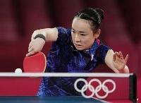 女子シングルス3位決定戦 レシーブを放つ伊藤美誠=東京体育館