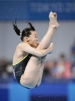 女子板飛び込み準決勝 三上紗也可の1回目の演技=東京アクアティクスセンター