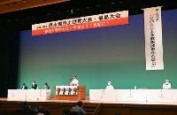 福島市で始まった原水爆禁止世界大会=31日午後