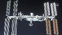 米宇宙船クルードラゴン2号機から見た国際宇宙ステーション(NASAテレビから)