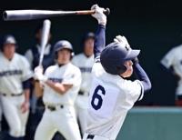 松商学園―岡谷工 一回松商2死満塁、広瀬が左越えに三塁打を放つ