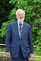 へんみ・きみお 京都大医学部卒。外科医。大和高田市立病院(奈良県)などに勤務、1978年に赤穂市民病院(兵庫県)に移り、院長を経て名誉院長。2019年から全国公私病院連盟会長。77歳。県厚生連佐久総合病院(佐久市)が草の根の活動を表彰する「第29回若月賞」を受けた。同病院で。