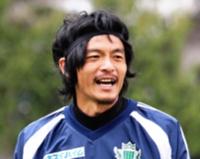 開幕戦に臨む松田直樹選手=2011年4月20日、松本市の信大グラウンド
