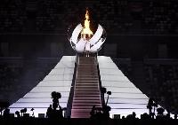東京五輪の聖火台。聖火は水素で燃やしている=7月23日、国立競技場