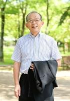 かじ・まさひこ 神奈川県鎌倉市出身。シティ銀行やアブダビ国立銀行勤務を経て、2001年にインド最大手のタタ・グループに入社。03年からタタコンサルタンシーサービシズジャパンの社長、12年から会長を歴任した。20年5月から全国山の日協議会理事長。74歳。松本市のあがたの森公園で。