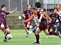 AC長野―群馬 前半28分、AC長野・鈴木(左から3人目)が先制点を挙げる