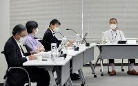 敦賀原発2号機の審査中断を決定した原子力規制委の定例会合=18日午前、東京都港区