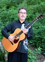 わたなべ・かずみ 東京都出身。17歳でアルバムデビューし、今年で50周年。1979年に坂本龍一さんとバンド「KYLYN(キリン)」を結成し、YMOのワールドツアーに参加。国内外のジャズ、フュージョン、クラシック界の演奏家と共演を続ける。洗足学園音楽大客員教授。67歳。北佐久郡軽井沢町のアトリエで。