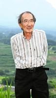 うんの・かずお 東京都出身。東京農工大卒。日本自然科学写真協会会長。小中学生のための写真コンテスト「生きもの写真リトルリーグ」実行委員長。1999年から毎日、公式ウェブサイト「小諸日記」を更新中。74歳。22日まで写真展を開いていた小諸市立小諸高原美術館がある飯綱山公園で。