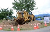 桜づつみの木を移動させる作業車