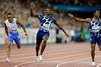 男子100メートルを制した米国のフレッド・カーリー(中央)=9日、チューリヒ(ロイター=共同)