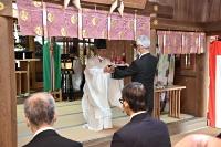 郊戸八幡宮の拝殿で開かれた本宮祭