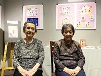 2人展を開いている(左から)高橋さんと佐藤さん(笑みの里提供)