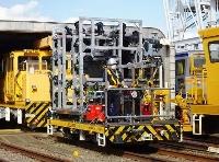 東急電鉄が公開した、トンネルなどの点検に活用するレーザーやカメラを備えた車両=21日午後、川崎市中原区