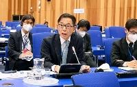 IAEA年次総会で韓国側の主張に対して発言する在ウィーン日本政府代表部の引原毅大使=21日、ウィーン(共同)