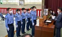 県警察学校の卒業式で優等賞を授与される卒業生たち