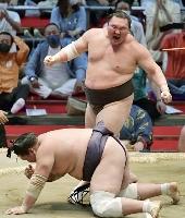 7月の大相撲名古屋場所千秋楽で照ノ富士を下し、45度目の優勝を果たした横綱白鵬。現役引退の意向を固めた