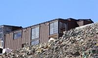 王滝頂上に完成した避難施設=7日
