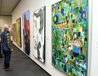 大きく迫力のある油彩画が並ぶ伊那美術展