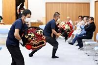 獅子舞フェスへ向け練習を積む上山獅子舞保存会のメンバー