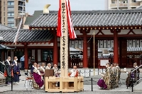 大阪市の四天王寺で始まった、聖徳太子の千四百回忌の「御聖忌慶讃大法会」=18日午後