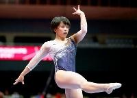 女子予選 村上茉愛の床運動=北九州市立総合体育館