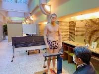 ボクシングのタイトル戦の前日計量で体重超過した佐々木尽=18日、東京都内(大橋ジム提供)