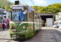 まもなく運行を終える札幌市電のM101=13日、札幌市
