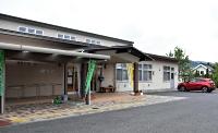 長野市が「原則廃止」の方針を打ち出している市篠ノ井交流センター塩崎分館。中島さんは「地域の絆をつくる拠点」だと考えている=12日