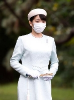 皇居・宮中三殿の参拝に向かわれる秋篠宮家の長女眞子さま=19日午前