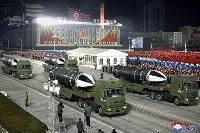 1月、軍事パレードに登場した「北極星5」と書かれた新型とみられる潜水艦発射弾道ミサイル=平壌の金日成広場(朝鮮中央通信=共同)