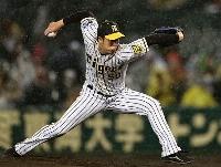7回無失点でリーグ単独最多の13勝目を挙げた阪神・青柳=甲子園